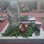 Urnengrab in Dorfer grün